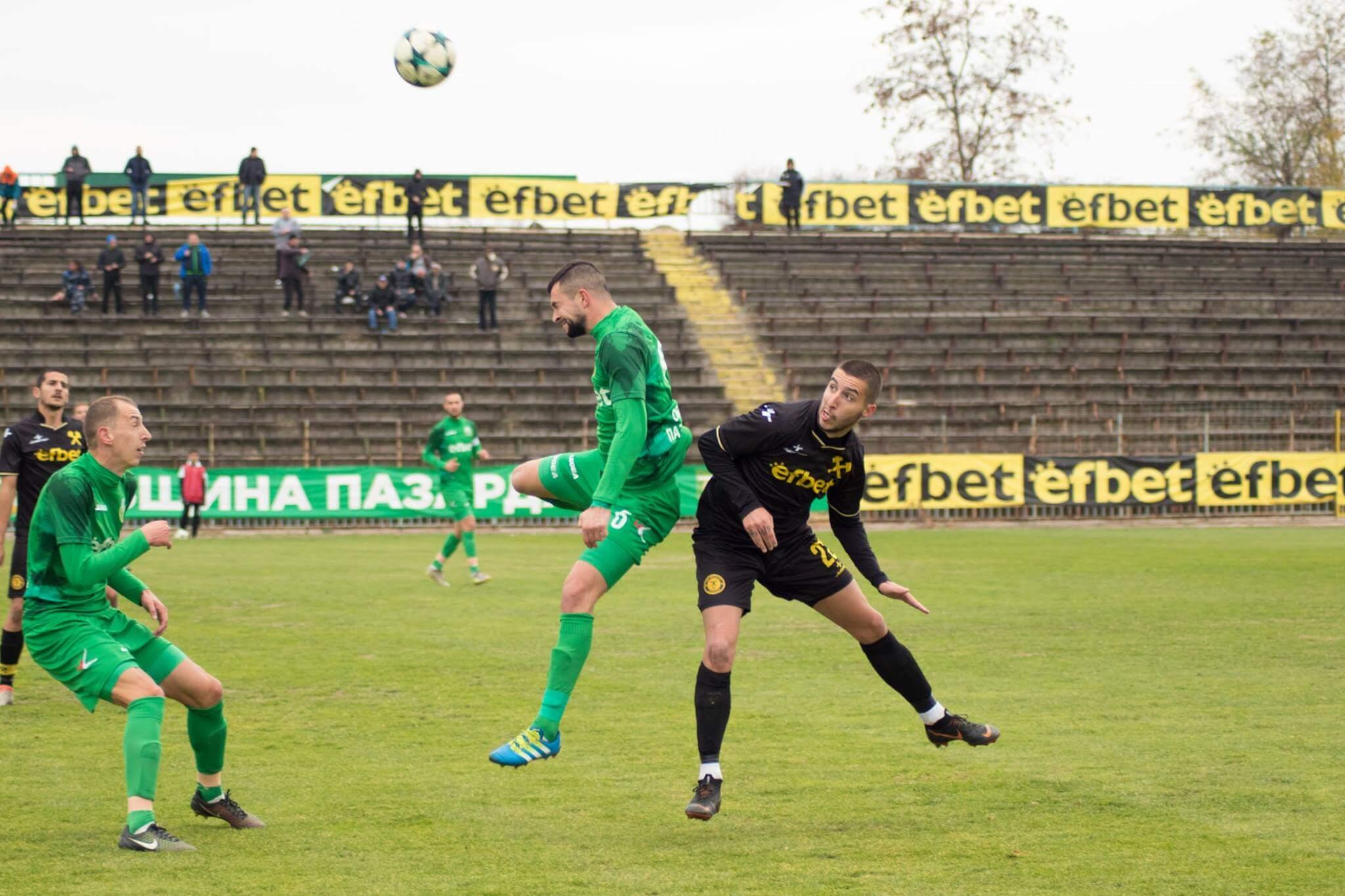 Тодор Чаворски (с черния екип) отбеляза гол на Хебър, когато играеше за Миньор (Перник). През есента на 2018-та той вкара изравнителния гол за 2:2, а мачът завърши 3:2 за домакините от Хебър.